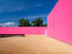 Pared Rosa Casa Barragán.jpg